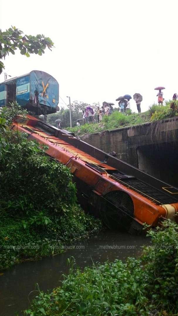Engine of Kannur-Alappuzha express train derails