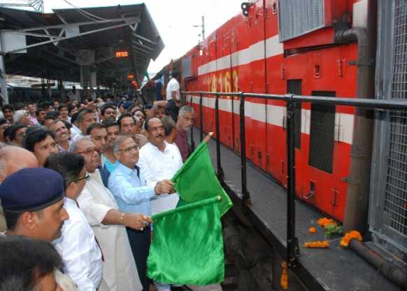 झांसी-इटावा के मध्य दौड़ी पहली एक्सप्रेस ट्रेन