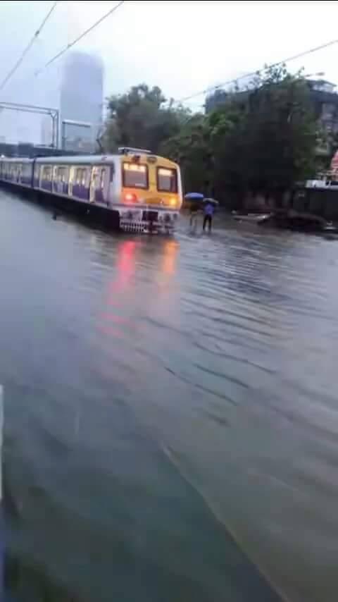 पानी में चलने वाली ट्रेन का मुम्बई में परिक्षण