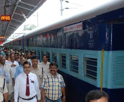 Jhansi-Etawah found a new train / झांसी-इटावा के लिए मिली नई ट्रेन