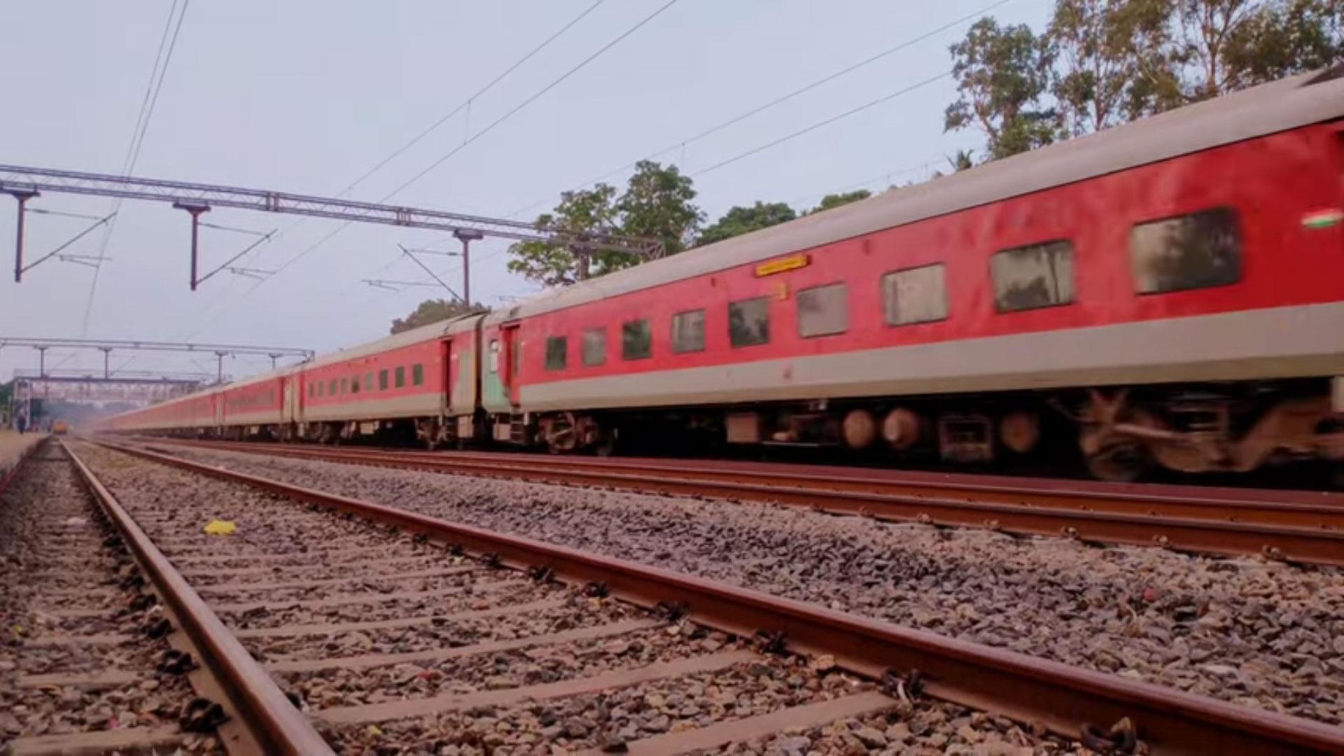 Mumbai CSMT - Hazrat Nizamuddin Rajdhani Special