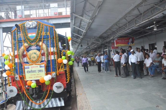 Mailani - Gorakhpur Gomti Nagar Express