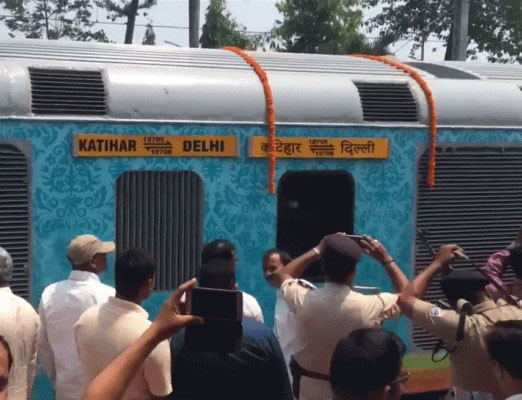 Delhi - Katihar Champaran Humsafar Express