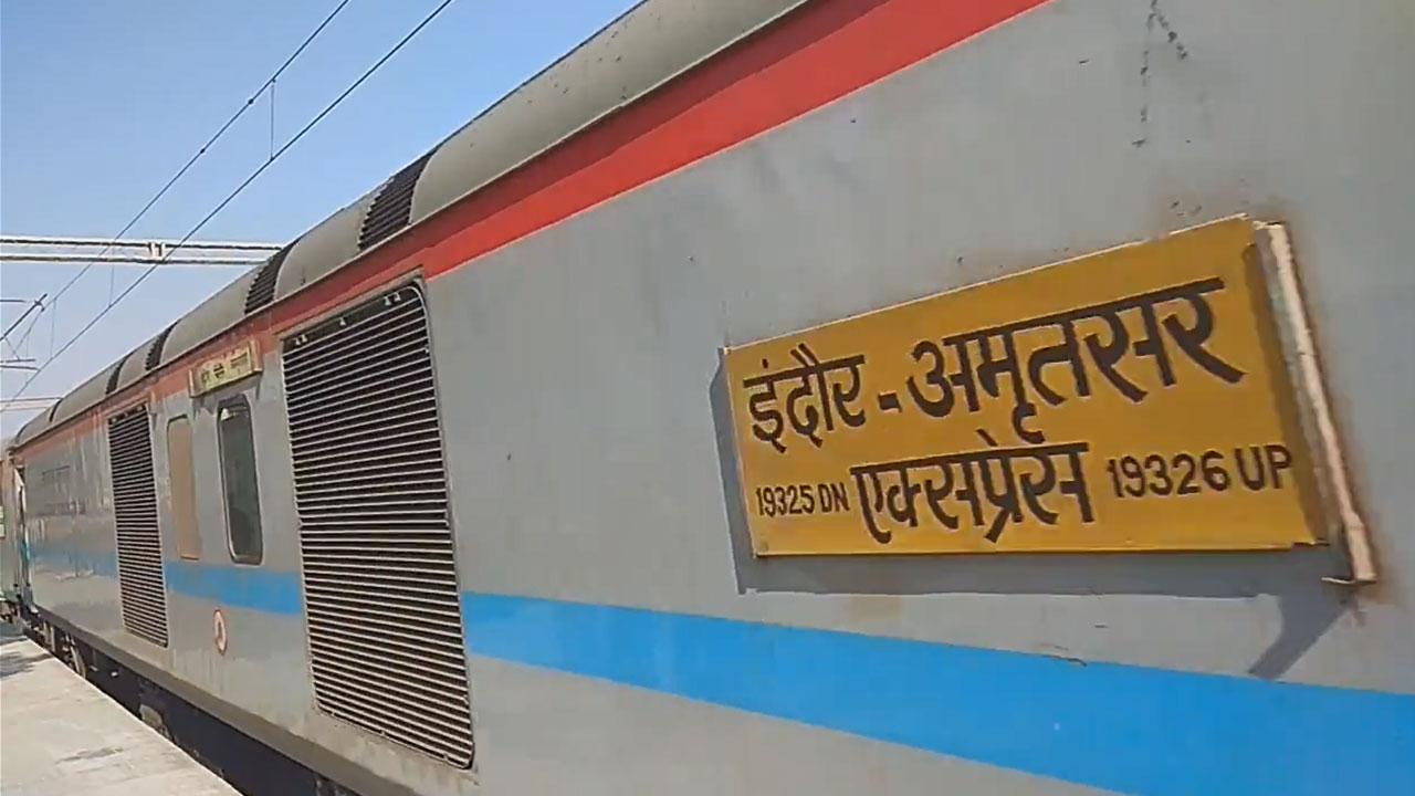 Amritsar - Indore Express