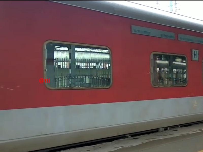 KSR Bengaluru City - Delhi Hazrat Nizamuddin Rajdhani Express