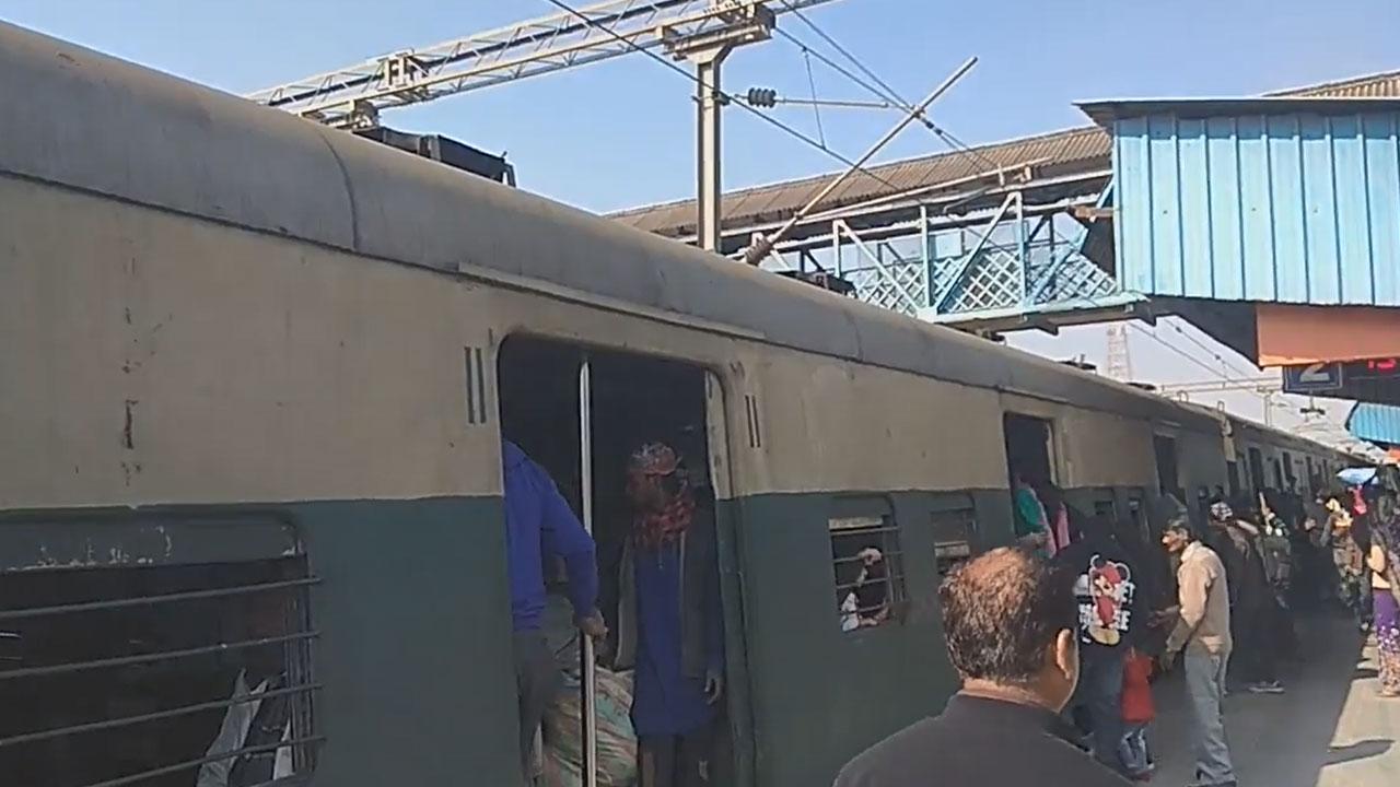 Palwal - New Delhi - Shakurbasti EMU